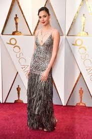 dress gal gal gadot wears fringed metallic dress at the 2018 oscars my