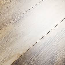 Quick Step Oak Laminate Flooring A Rustic Look With Infinite Character Quick Step Elevae Windblown