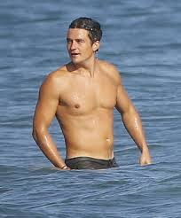 shirtless orlando bloom swims in malibu with his friends flaunts