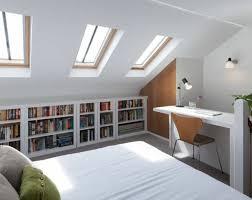 bureau sous pente 1001 idées déco de chambre sous pente cocoon