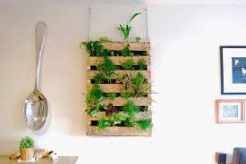 how to make pallet living wall diy u0026 crafts handimania