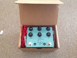 jhs delay sold price drop jhs panther cub analog delay with tap tempo