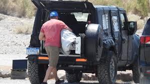 2018 jeep wrangler spy shots 2018 jeep wrangler hides evolutionary design underneath thick camo