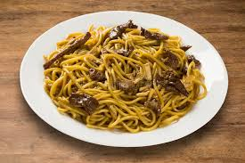 feu vif cuisine nouilles faites sauter à feu vif mein de chow cuisine chinoise