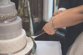 a wedding cake how to cut a wedding cake lovetoknow