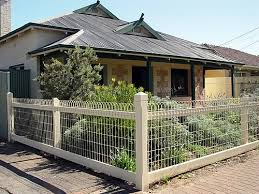 scalloped wire landscaping fence 1920s bungalow historical home