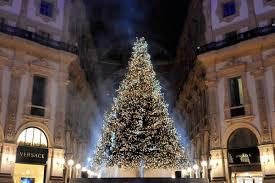 Swarovski Christmas Tree Decorations by A Swarovski Christmas Tree For Milan In The Galleria