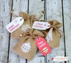 burlap gift bags happy holidays diy sted burlap gift bags tatertots