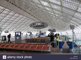 bureau de change a駻oport charles de gaulle charles de gaulle airport terminal 2 f building interior with