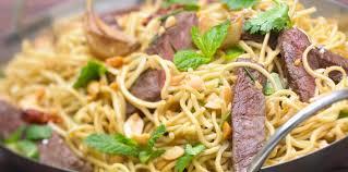 cuisine au wok facile wok de nouilles au boeuf facile recette sur cuisine actuelle