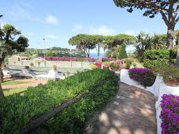 650 Square Feet To Meters by House With Swimming Pool And Garden Of Over 1000 Square Meters