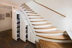 schrank unter treppe treppenschränke stauraum unter der treppe wohnen nach mass