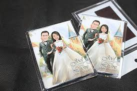 wedding giveaways caricature drawing on ref magnets as wedding giveaways
