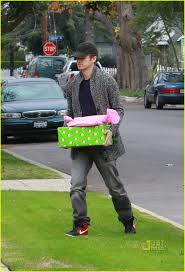 presents delivery bilson hayden christensen presents delivery photo