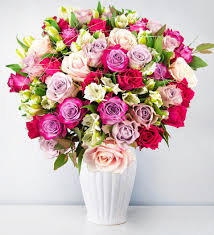 luxury flowers regal luxury flowers 100 00 free chocolates prestige flowers
