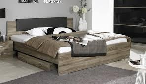 chambre adulte en bois massif chambre adulte bois lambris mural en bois dans la chambre