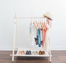 support vetement chambre support à vêtement pour enfants mini toile de coton par alluringco