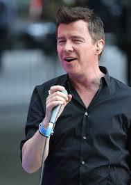 Rick Astley Thanksgiving Day Parade Rick Astley Never Gave Us Up U2013 And Tops The British Charts Once