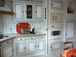 repeindre des meubles de cuisine rustique relooker une cuisine rustique en moderne relooker un meuble en bois