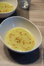 cuisiner les verts de poireaux soupe de vert de poireaux et pignons de pin torréfiés