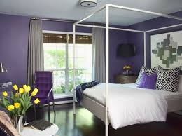 chambre violet blanc lit baldaquin pour une chambre de déco romantique moderne