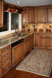 Colors For Kitchens With Maple Cabinets This Kitchen Has The Wood Floor And Wood Cabinets It U0027s Too