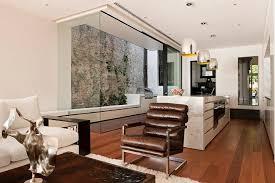 wandgestaltung mit naturstein wohnzimmer wandgestaltung ideen interaktion zwischen holz und stein