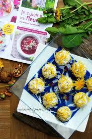 cuisiner le pissenlit je cuisine les fleurs billes de fromage aux noix et pissenlit