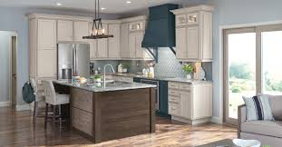 which kitchen cabinets are better lowes or home depot at lowe s