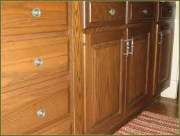 Pulls And Knobs For Kitchen Cabinets Knobs Or Pulls On Kitchen Cabinets Yeo Lab Com