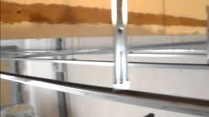 Les Faux Plafond En Platre by Comment Isoler Un Plafond Garage Pose De Suspente Fourrure Et