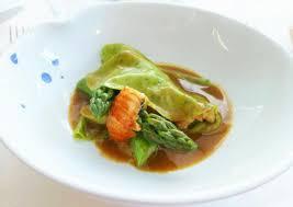 cuisiner asperges vertes fraiches asperges vertes de provence pâtes fraiches et écrevisses photo de