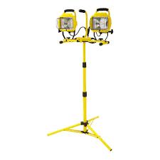 hdx portable halogen work light hdx 1 000 watt twin head halogen telescoping work light 637 449