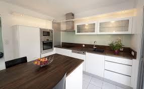 cuisine bois et blanc laqué cuisine plan de travail cuisine blanc laqué meilleures idées de