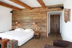 mur de chambre en bois habillage mur interieur en bois get green design de maison