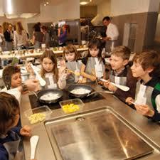atelier cuisine pour enfants le top des ateliers cuisine pour enfants à familydeal