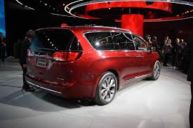chrysler crossover 2017 chrysler pacifica video first look