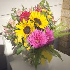 sending flowers tips for sending flowers to hospital a touch of class florist perth