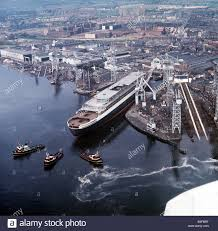 ship queen elizabeth ii september 1967 crowds gather as the qe2 is