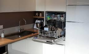 cuisine lave vaisselle en hauteur supérieur hauteur d un plan de travail de cuisine 8 le luxe de