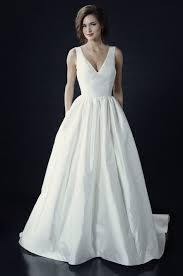 structured wedding dress 36 minimalist wedding dresses