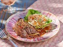 cuisiner un rumsteak rumsteak à la thaïe et salade de vermicelles recettes femme actuelle