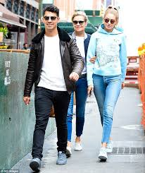 yolanda foster does she have fine or thick hair yolanda foster gets support from daughter gigi hadid and joe jonas