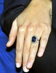 an welchem finger trã gt den verlobungsring ein neuer ring an kate s finger neben dem verlobungsring und