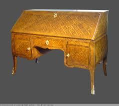 dessus de bureau bureau à dessus brisé en placage de noyer en frisage xviiie siècle