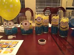 minion centerpieces easy blue and gold centerpieces tip junkie