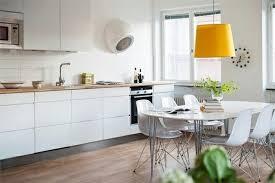 cuisines scandinaves cuisines cuisine scandinave le pendante jaune idée décoration