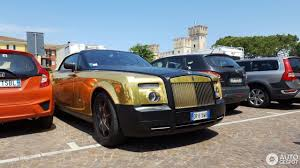 gold rolls royce rolls royce phantom drophead coupé 22 may 2017 autogespot