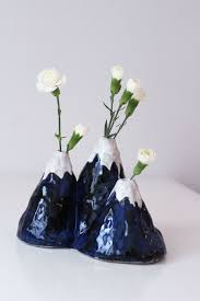diy ceramic mountain vase by mikaela puranen ceramics