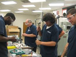 hvac students work in the lab with their instructor paul shores